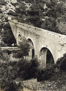 Aqüeducte de conducció d'aigua de coma Pineda